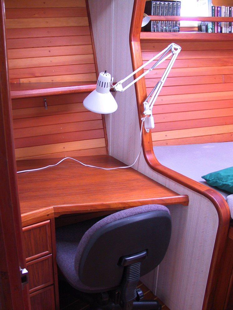 fwd-stateroom-desk